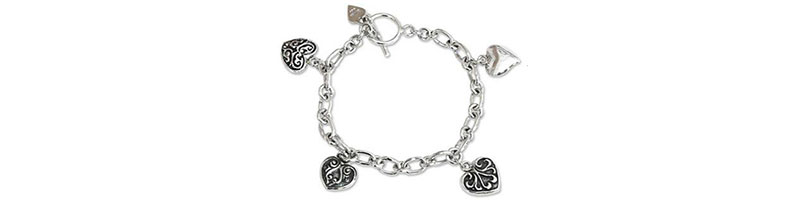 Christmas Gifts for Mom: Jewelry