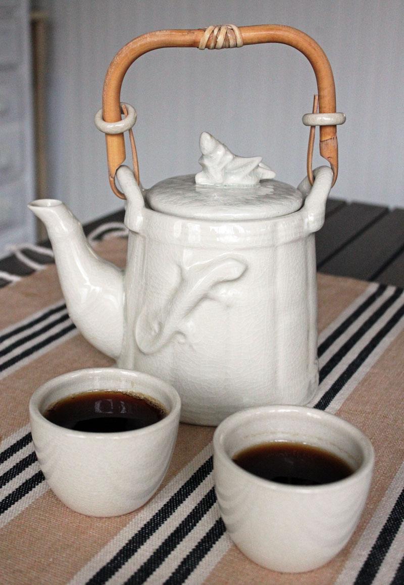 Cricket and Gecko tea set