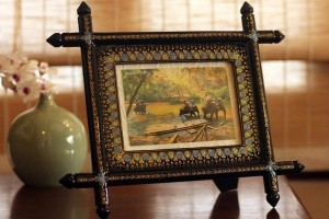 Present Mom the Perfect Family Photo In a Unique Frame