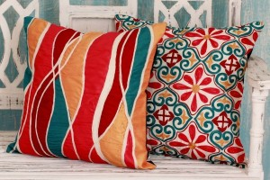 Guide to Decorating with Pillows