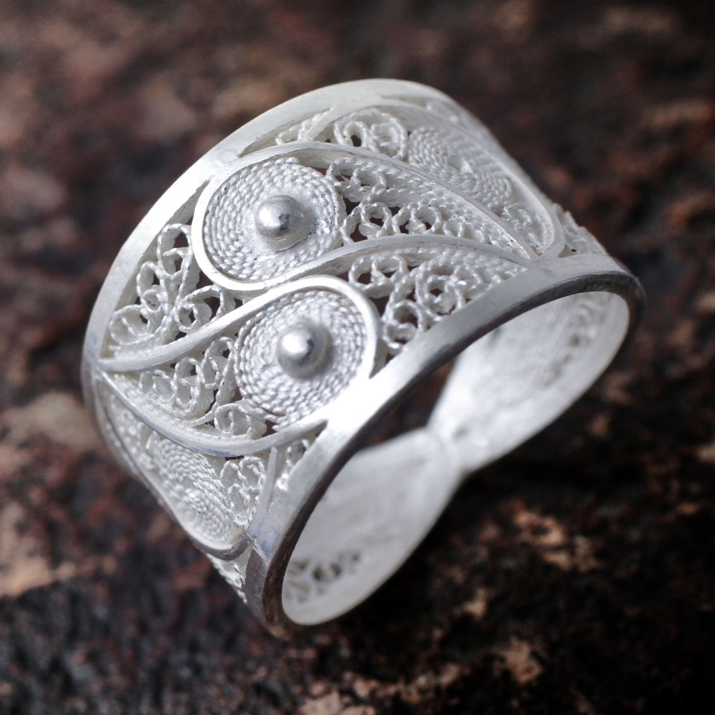 PaiHandcrafted Fine Silver Filigree Ring, 'Paisley Shine'