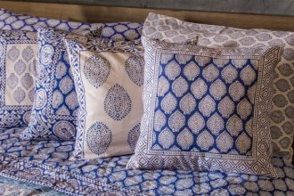 Block printed cotton quilt and pillowcase set, 'Iris Beauty' (king)