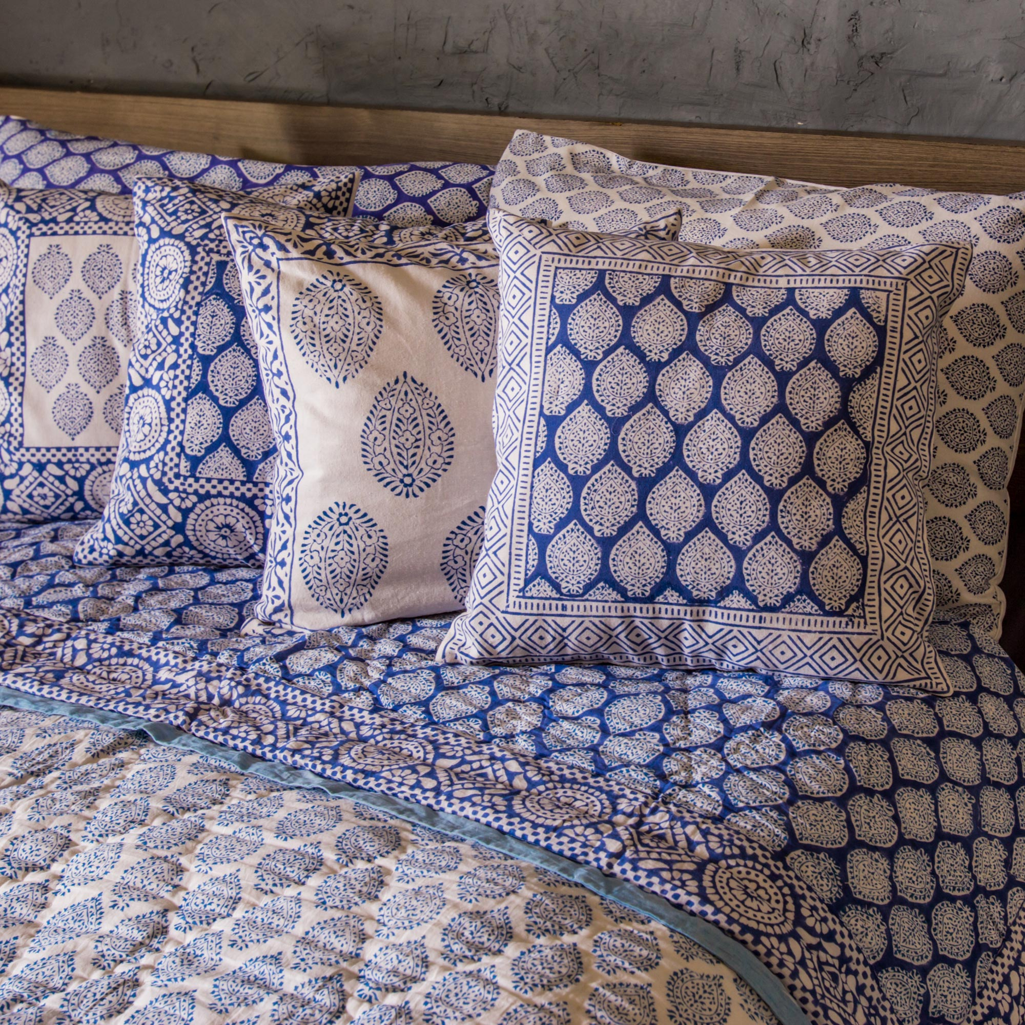 Block printed cotton quilt and pillowcase set, 'Iris Beauty' (king) cushion covers India