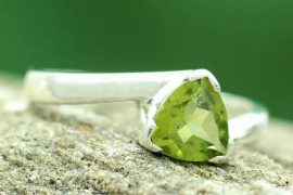 'Scintillating Jaipur' Solitaire Peridot Ring Crafted in Sterling Silver, peridot, peridot ring, birthstone, birthstone jewelry