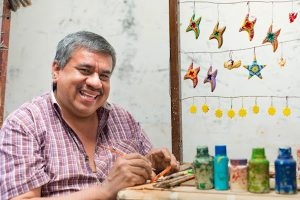 Jose Arriola: the art of crafting hummingbirds in the midst