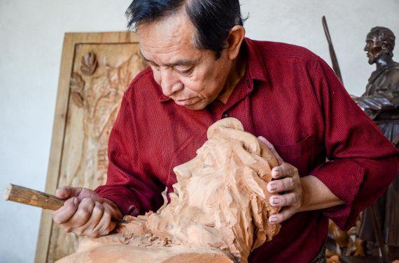 nicolas-sculptor-atitlan-lake-guatemala-artisan-novica