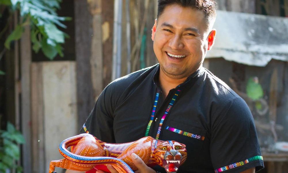 Claudio Ojeda - Traditional handcrafted Mexican alebrijes - Mexico
