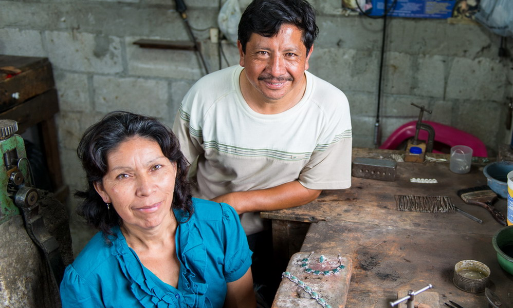 Jimenez Family - Hand-crafted jade and sterling silver jewelry - Central America